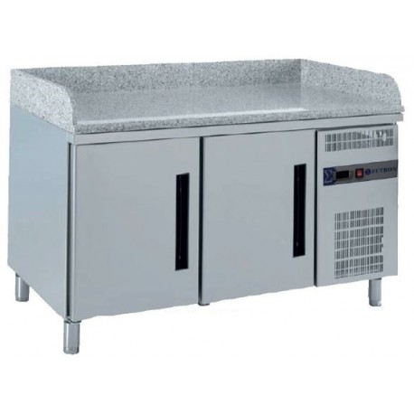 Refrigerated GN table for pizza preparation